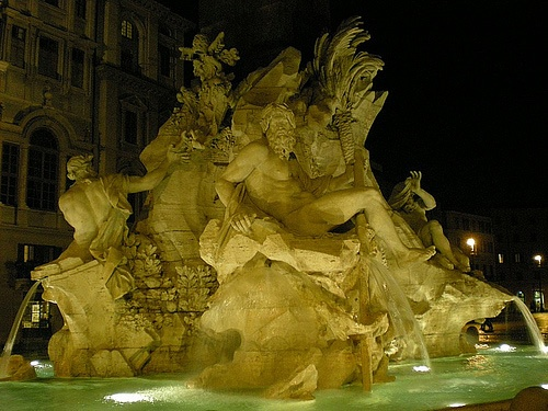 Фонтан четырех Рек в Риме, ночью