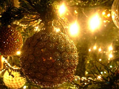 Необходимо покупать подарки, украшения и, конечно же, горы продуктов и...